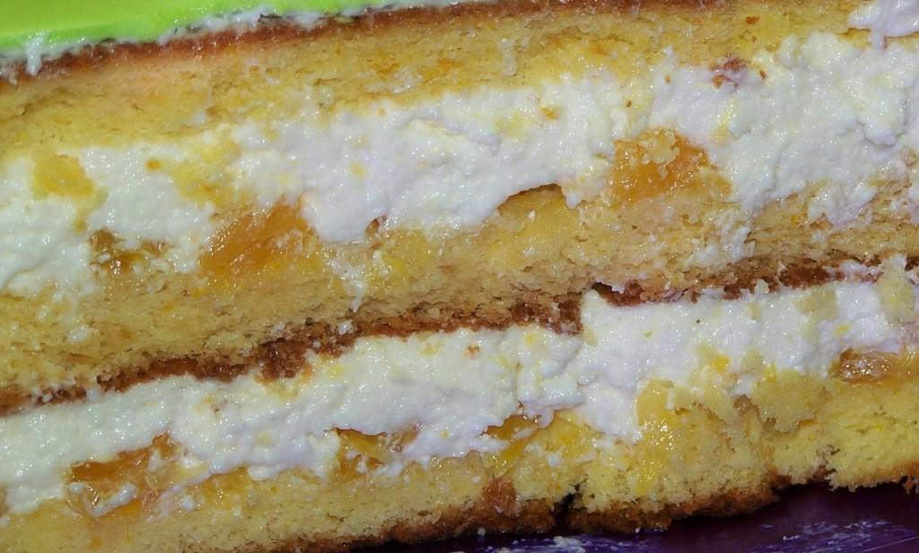 Нежнейший бисквитный тортик с персиками и ананасами!