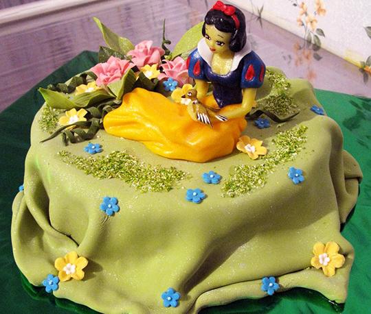 Как украсить детский торт