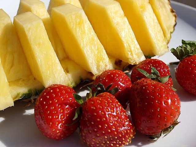 желе клубничное и ананасовое