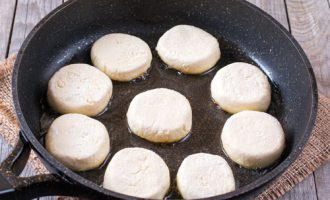 сырник на сковородке